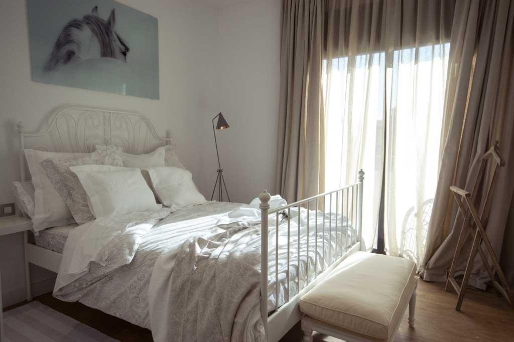 La reforma de la casa unifamiliar alella casas en el masnou for Dormitorio invitados