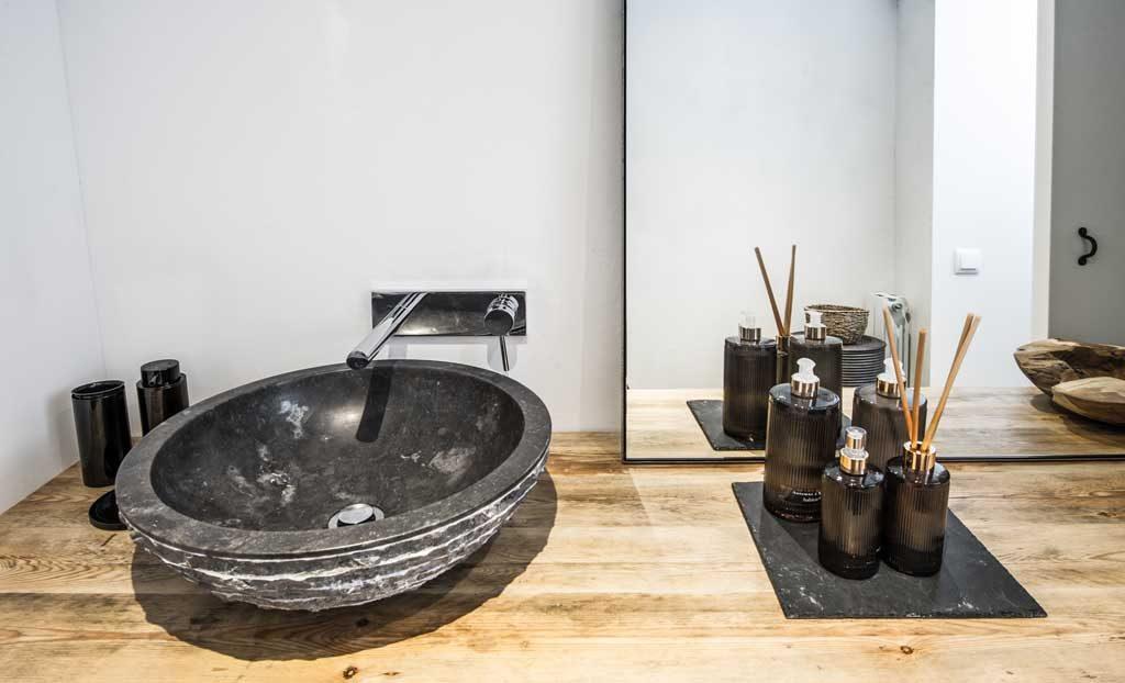 Lo natural tambi n triunfa en el lavabo vivestudio - Lavabos de piedra ...
