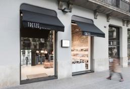 Entrada zapatería en calle Muntaner Barcelona